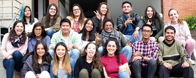 Foto de estudiantes. Inscripciones U. Católica de Colombia