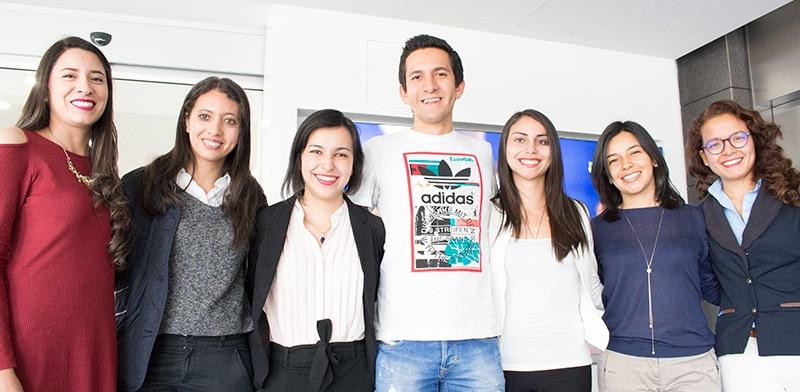 Jóvenes investigadores de la Universidad que trabajan en Colciencias