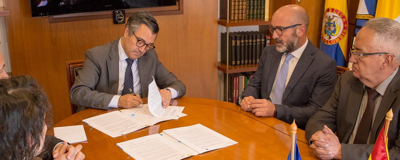 La Universidad Católica de Colombia y la Universidad de la Laguna de España firman convenios de cooperación.