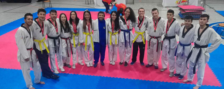 estudiantes del grupo de taekwondo ASCUN