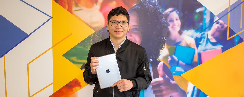 Fabián David Contreras, ganador de un Ipad6